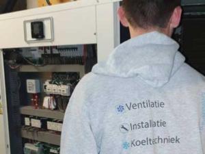 Onderhoud aan een grote koelinstallatie, Maastricht